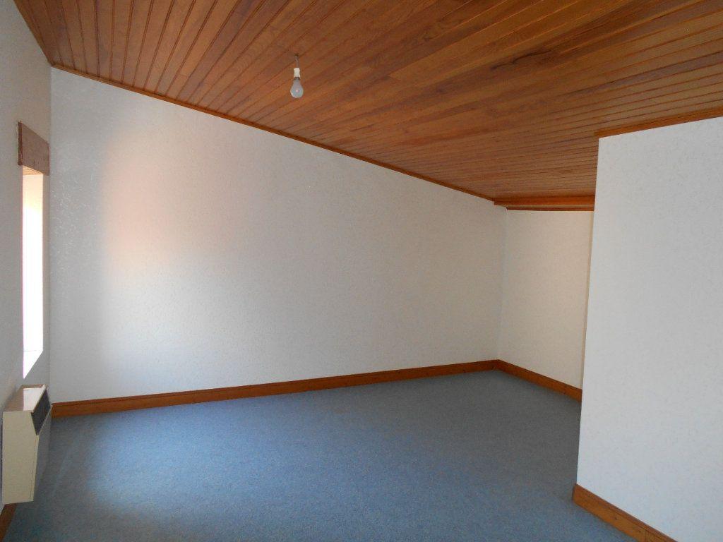 Maison à louer 5 90m2 à Chanonat vignette-10