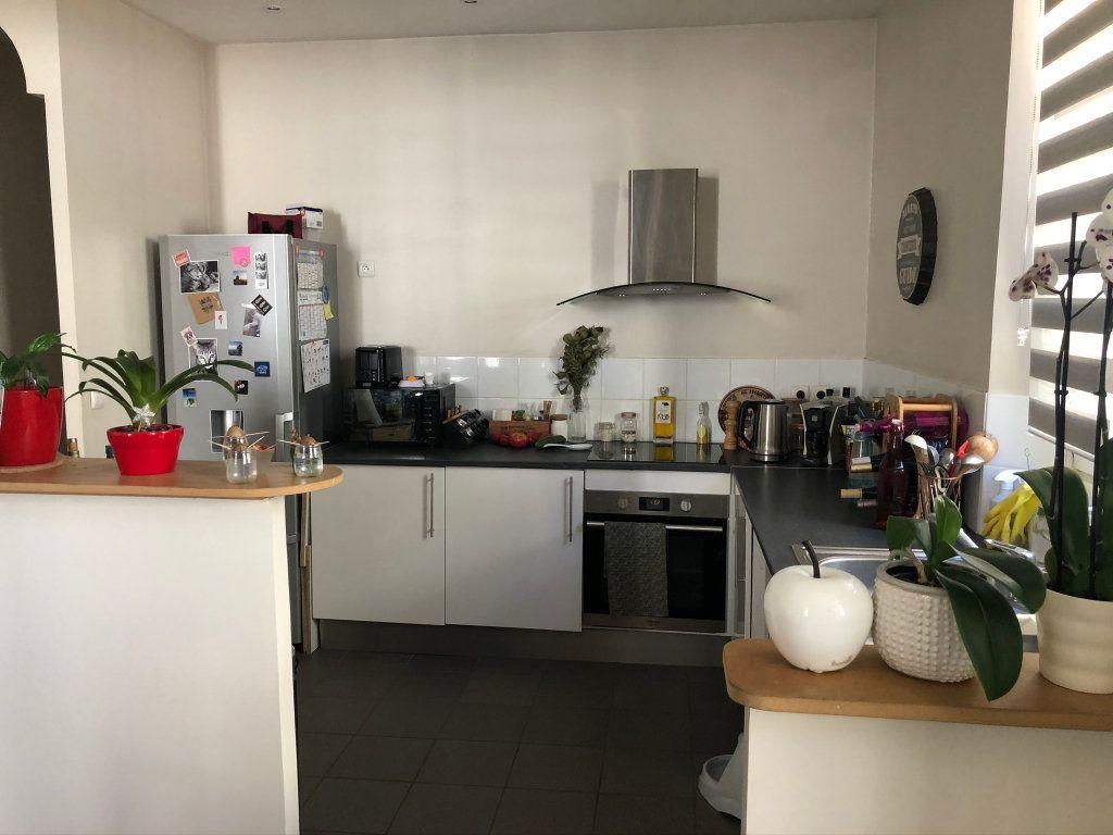 Appartement à louer 2 62.5m2 à Chamarande vignette-2