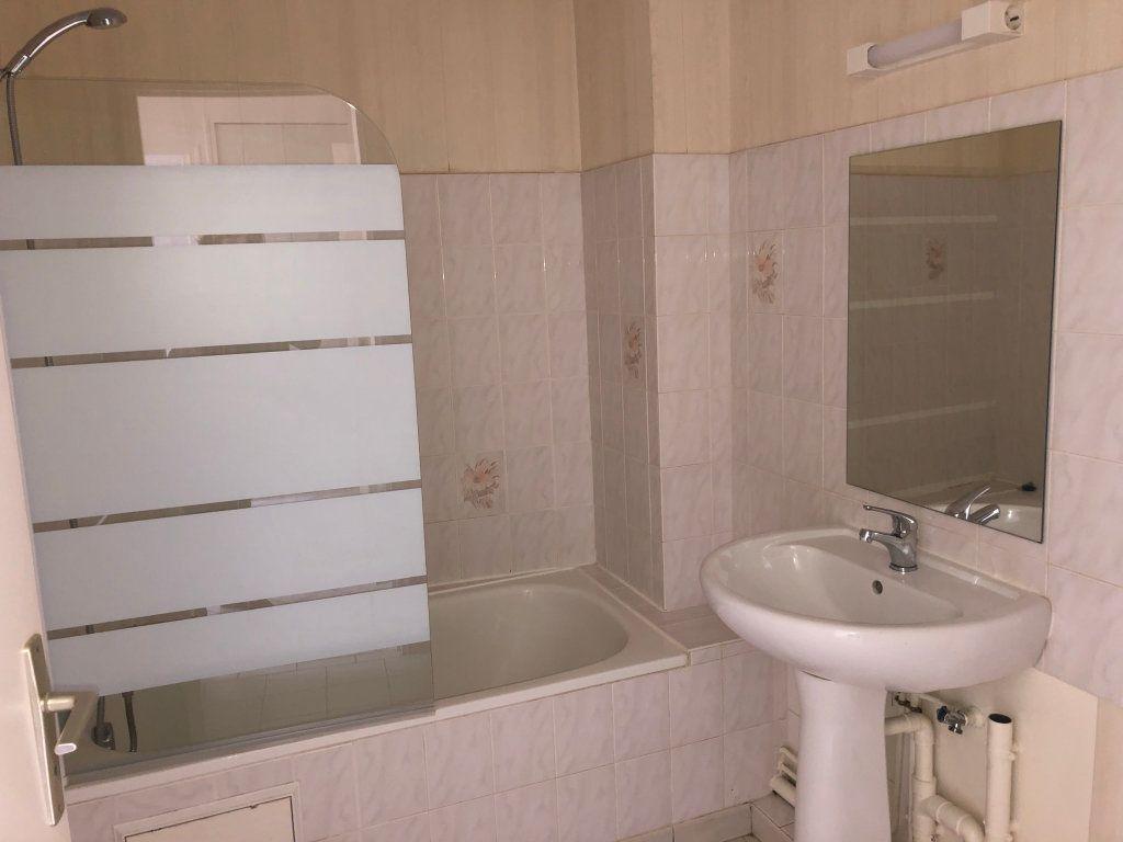 Appartement à louer 2 33m2 à Étréchy vignette-3