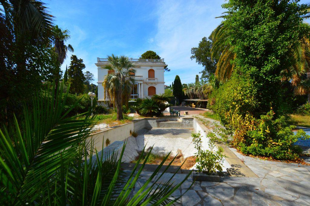 Maison à vendre 13 370m2 à Nice vignette-2
