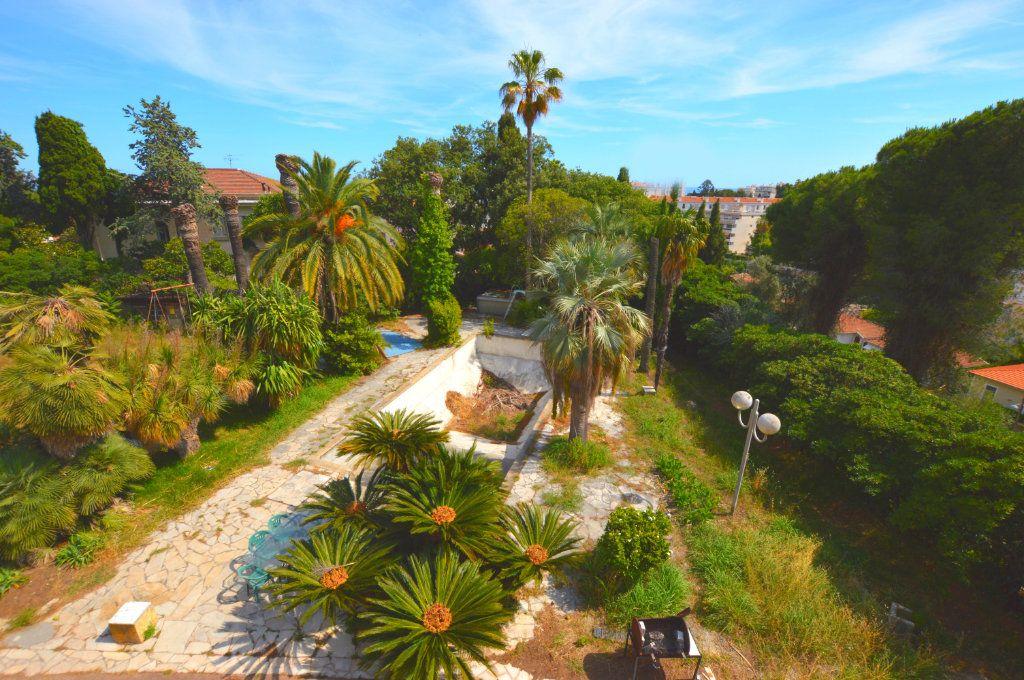Maison à vendre 13 370m2 à Nice vignette-4