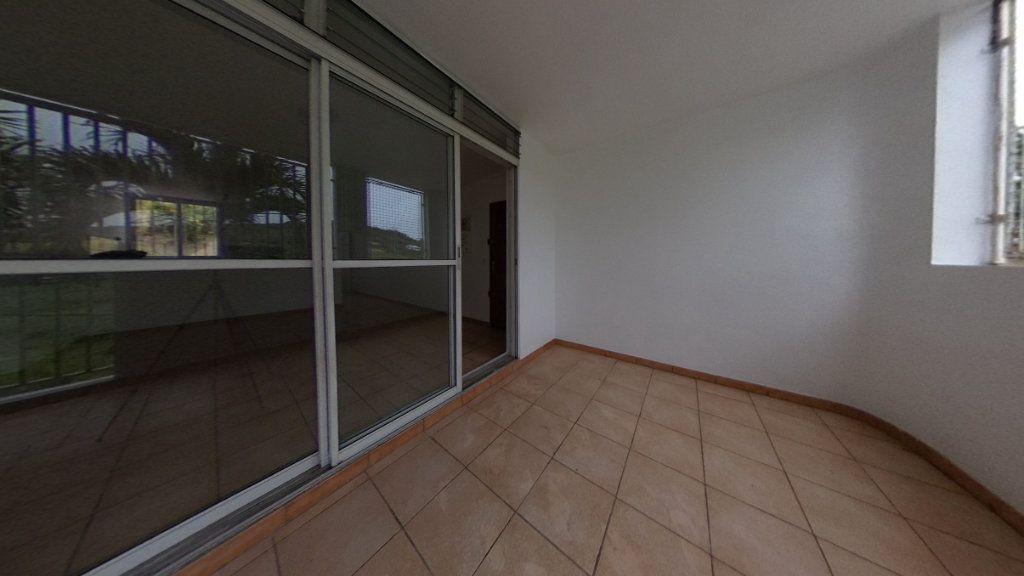 Appartement à vendre 3 63.96m2 à Rivière-Salée vignette-2