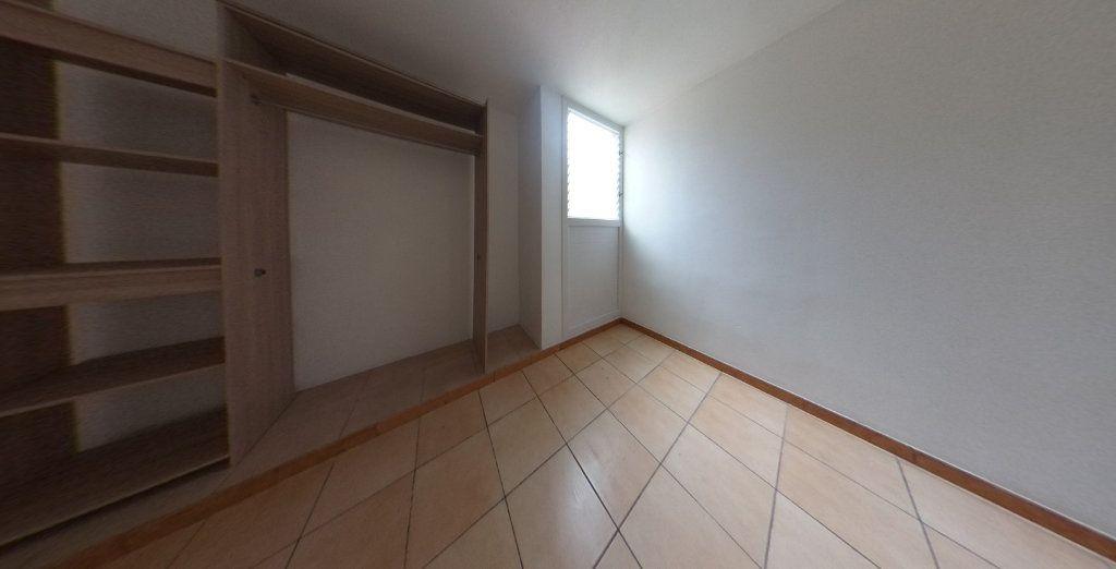 Appartement à vendre 3 63.96m2 à Rivière-Salée vignette-6