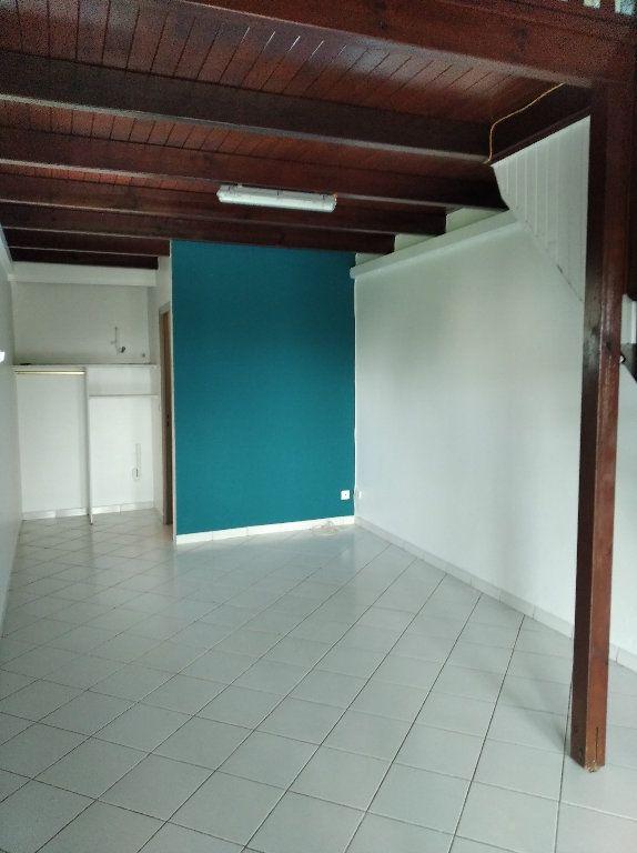 Appartement à louer 2 42m2 à Le Lamentin vignette-4