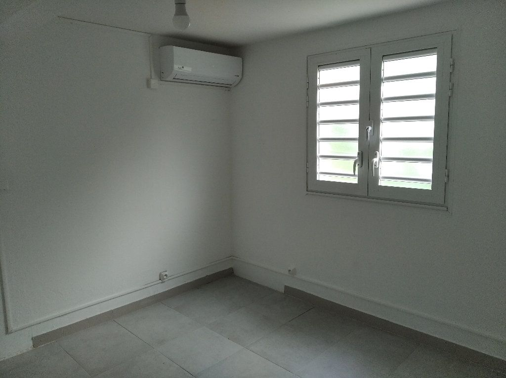 Appartement à louer 2 31.82m2 à Sainte-Luce vignette-3
