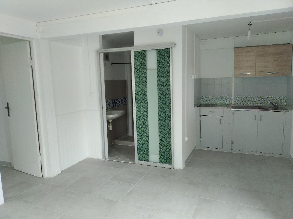 Appartement à louer 2 31.82m2 à Sainte-Luce vignette-4