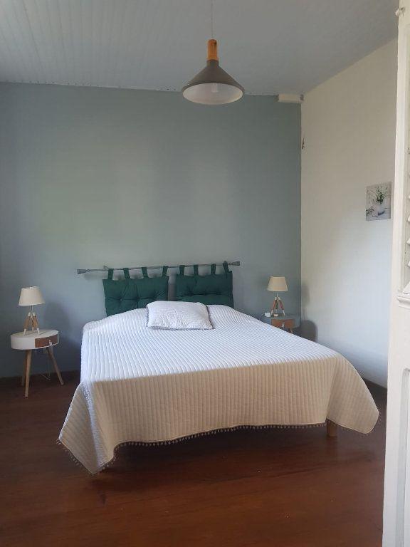 Appartement à louer 2 70m2 à Rivière-Pilote vignette-4