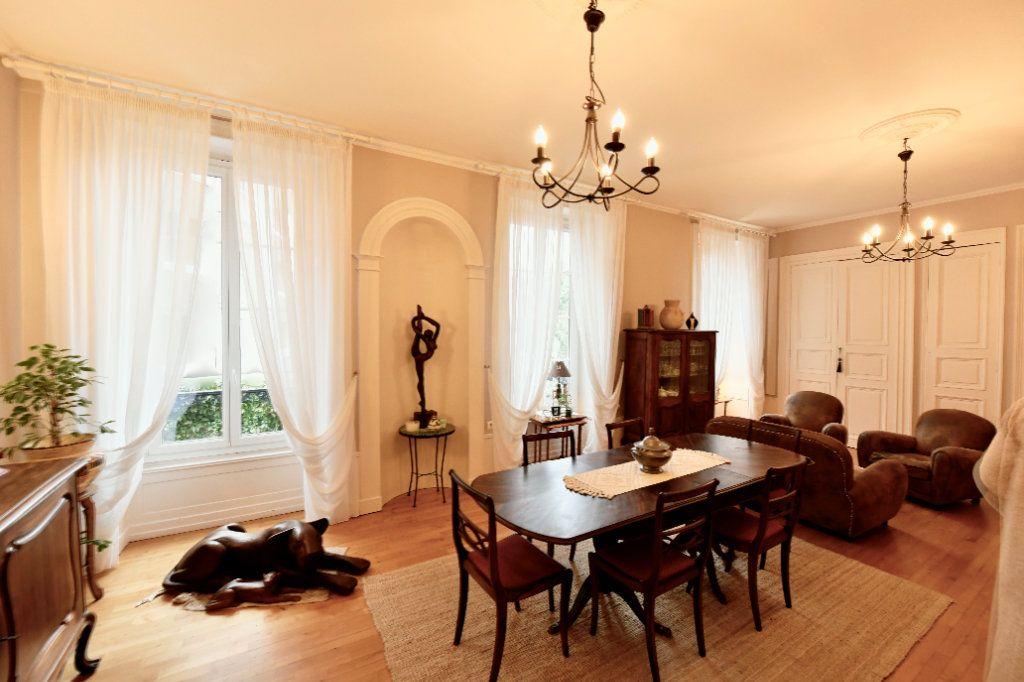 Appartement à vendre 5 162.39m2 à Clermont-Ferrand vignette-1
