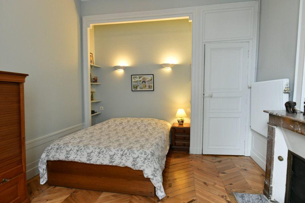 Appartement à vendre 5 162.39m2 à Clermont-Ferrand vignette-4