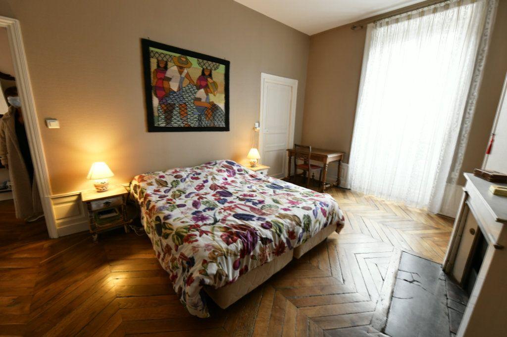 Appartement à vendre 5 162.39m2 à Clermont-Ferrand vignette-5