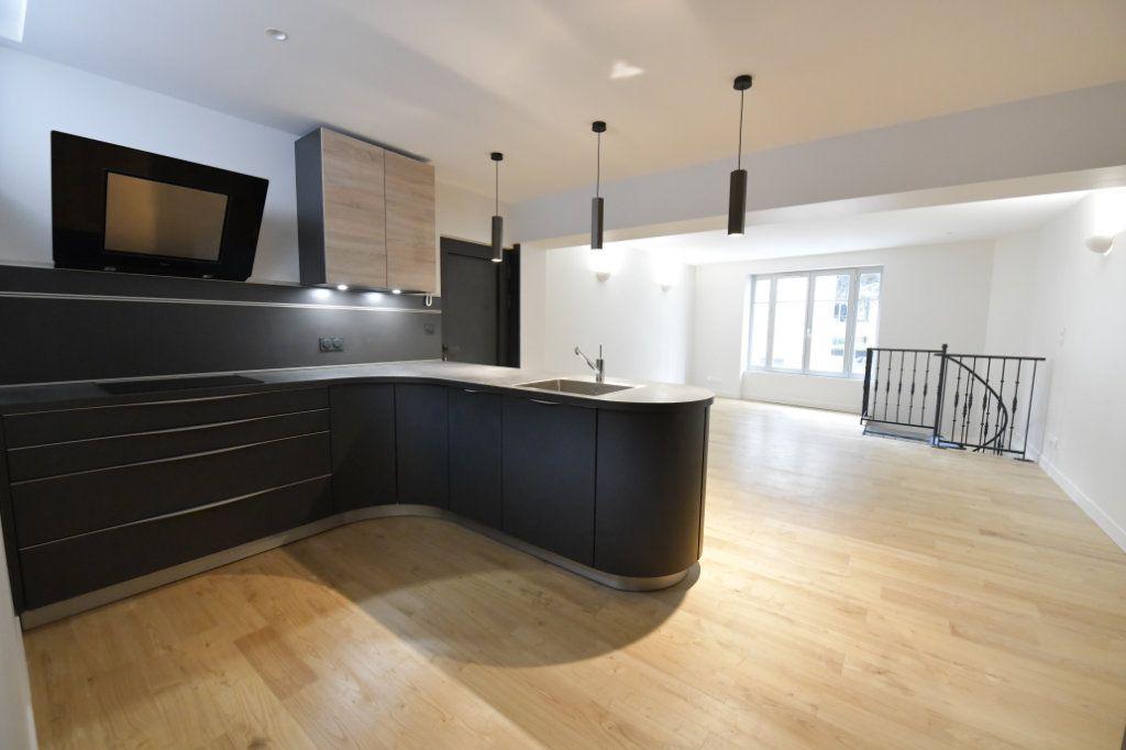 Appartement à vendre 5 138m2 à Clermont-Ferrand vignette-1