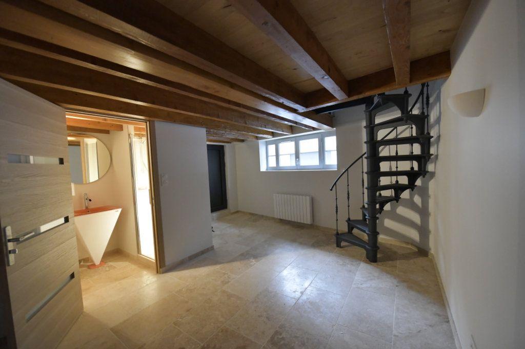 Appartement à vendre 5 138m2 à Clermont-Ferrand vignette-2