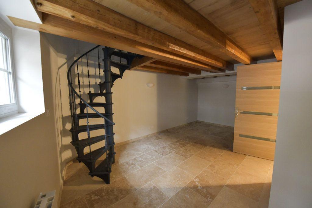 Appartement à vendre 5 138m2 à Clermont-Ferrand vignette-3