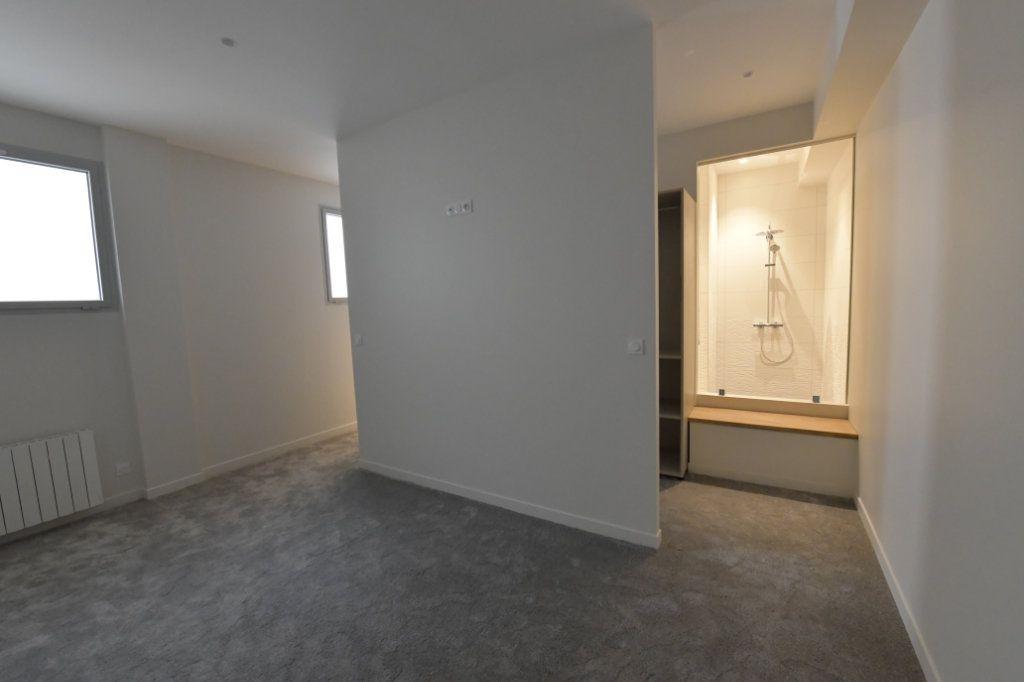 Appartement à vendre 5 138m2 à Clermont-Ferrand vignette-6