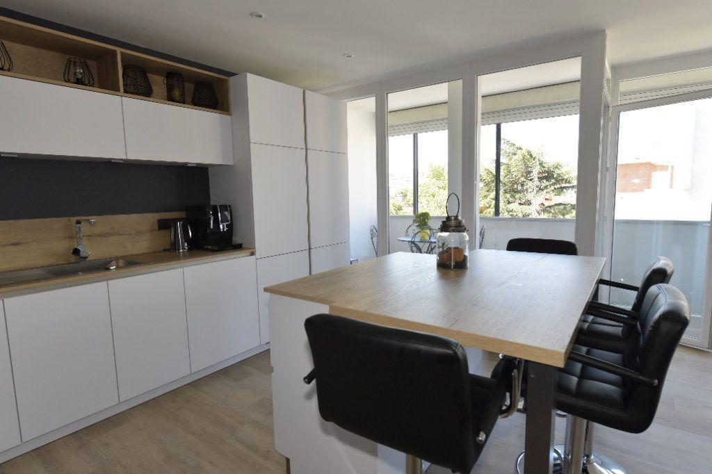 Appartement à vendre 3 89.26m2 à Clermont-Ferrand vignette-1
