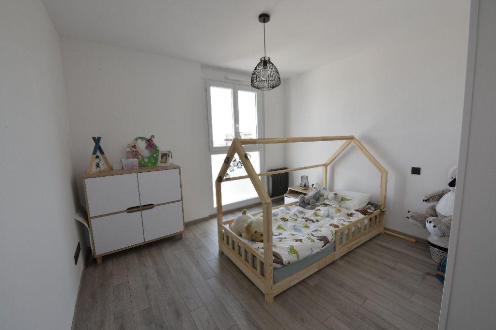 Appartement à vendre 3 89.26m2 à Clermont-Ferrand vignette-4