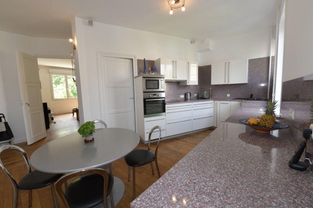 Appartement à vendre 8 158.1m2 à Clermont-Ferrand vignette-1