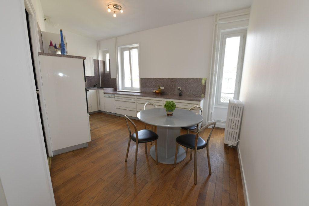 Appartement à vendre 8 158.1m2 à Clermont-Ferrand vignette-2