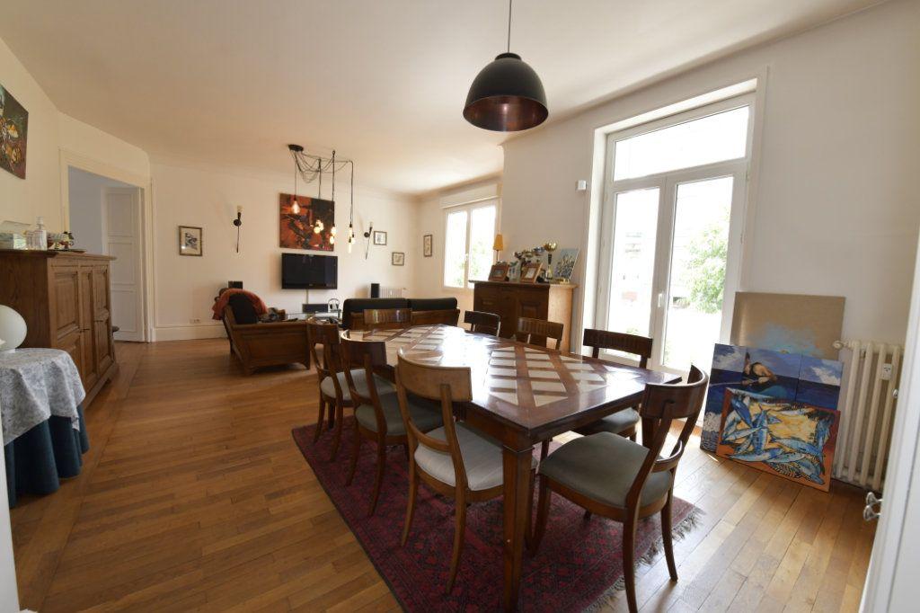 Appartement à vendre 8 158.1m2 à Clermont-Ferrand vignette-4