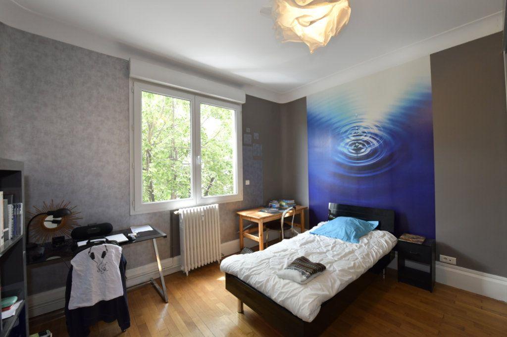 Appartement à vendre 8 158.1m2 à Clermont-Ferrand vignette-6