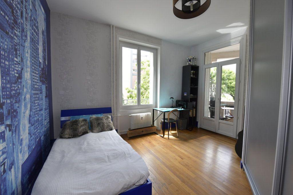 Appartement à vendre 8 158.1m2 à Clermont-Ferrand vignette-7