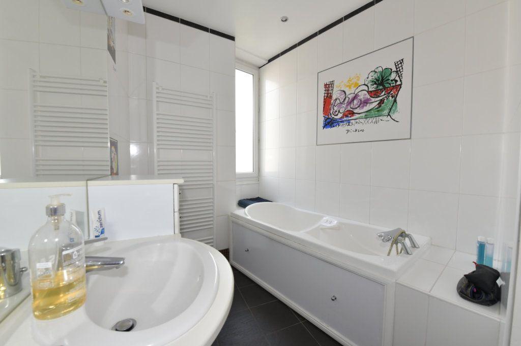 Appartement à vendre 8 158.1m2 à Clermont-Ferrand vignette-11
