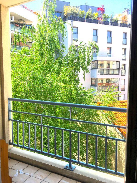 Appartement à louer 1 16.38m2 à Lyon 7 vignette-1