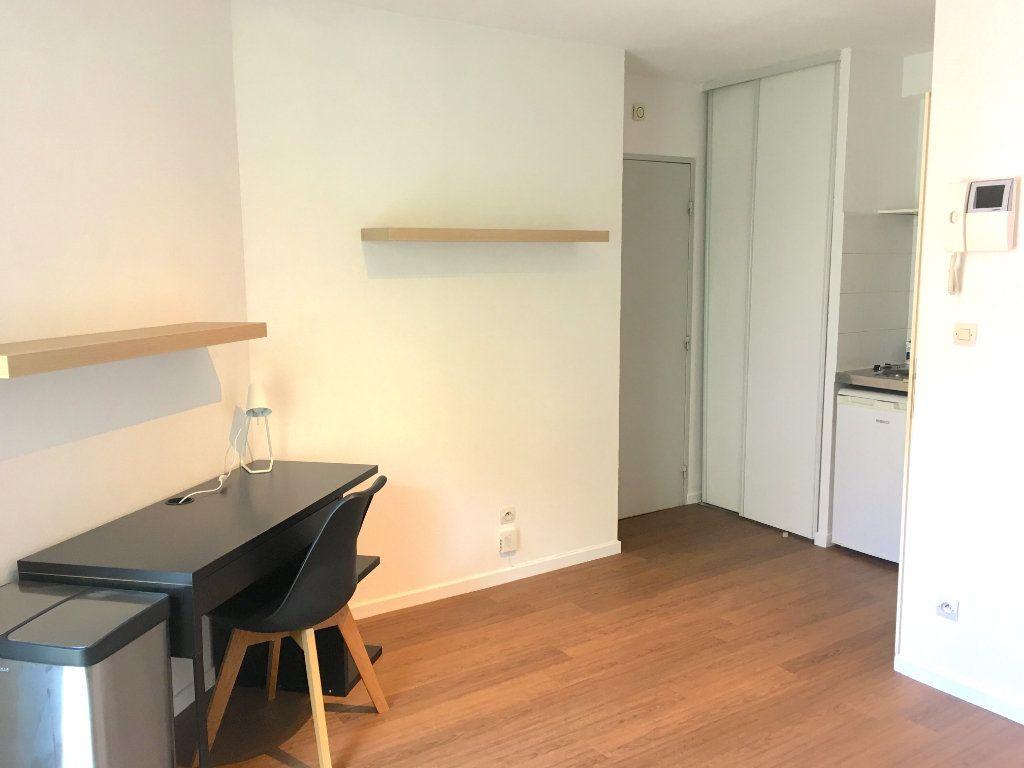 Appartement à louer 1 16.38m2 à Lyon 7 vignette-2