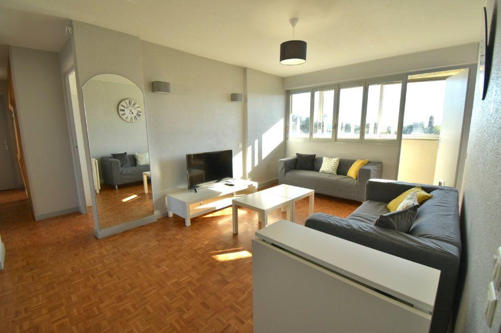 Appartement à louer 5 82.45m2 à Lyon 5 vignette-1