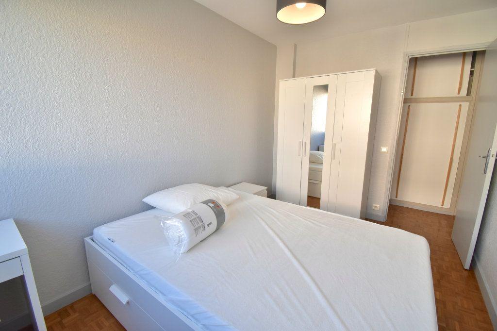 Appartement à louer 5 82.45m2 à Lyon 5 vignette-4