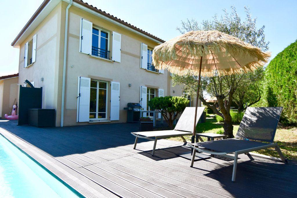 Maison à vendre 7 186m2 à Sainte-Foy-lès-Lyon vignette-2