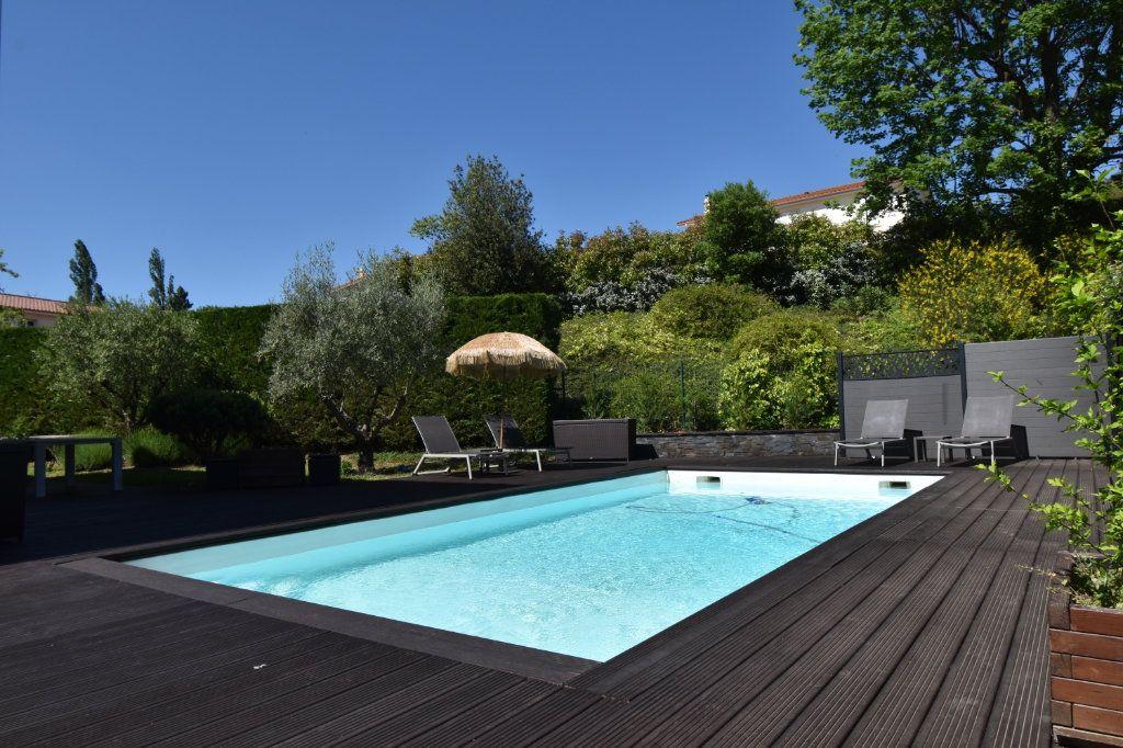 Maison à vendre 7 186m2 à Sainte-Foy-lès-Lyon vignette-3