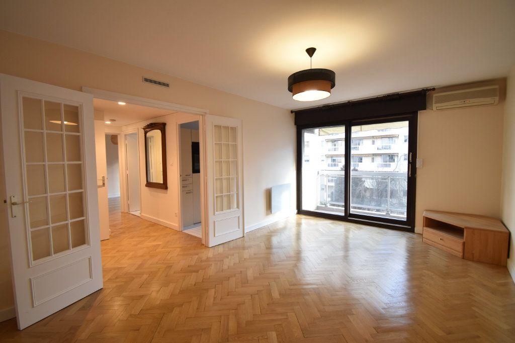 Appartement à louer 2 0m2 à Lyon 6 vignette-3