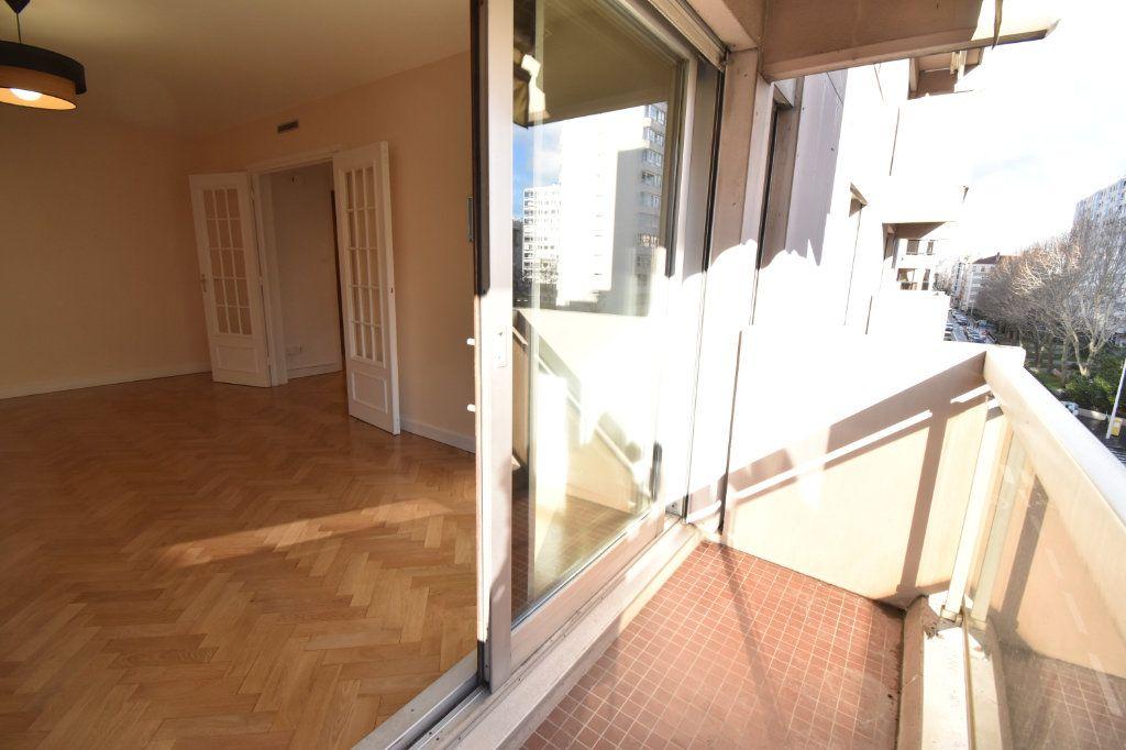 Appartement à louer 2 0m2 à Lyon 6 vignette-5