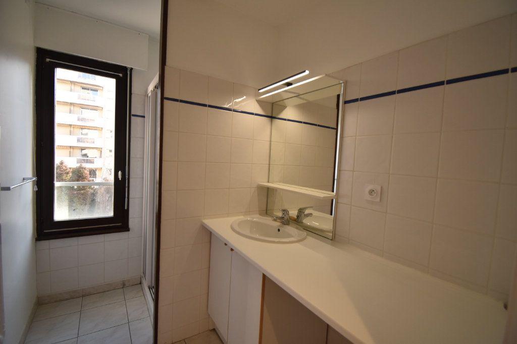 Appartement à louer 2 0m2 à Lyon 6 vignette-9