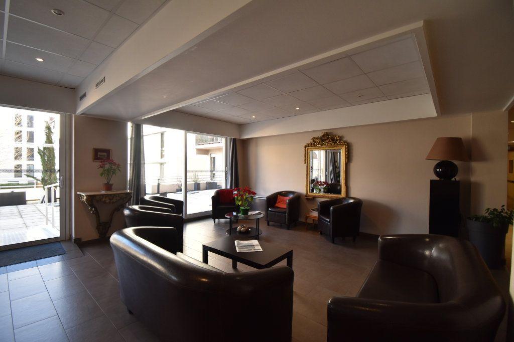Appartement à louer 2 0m2 à Lyon 6 vignette-11