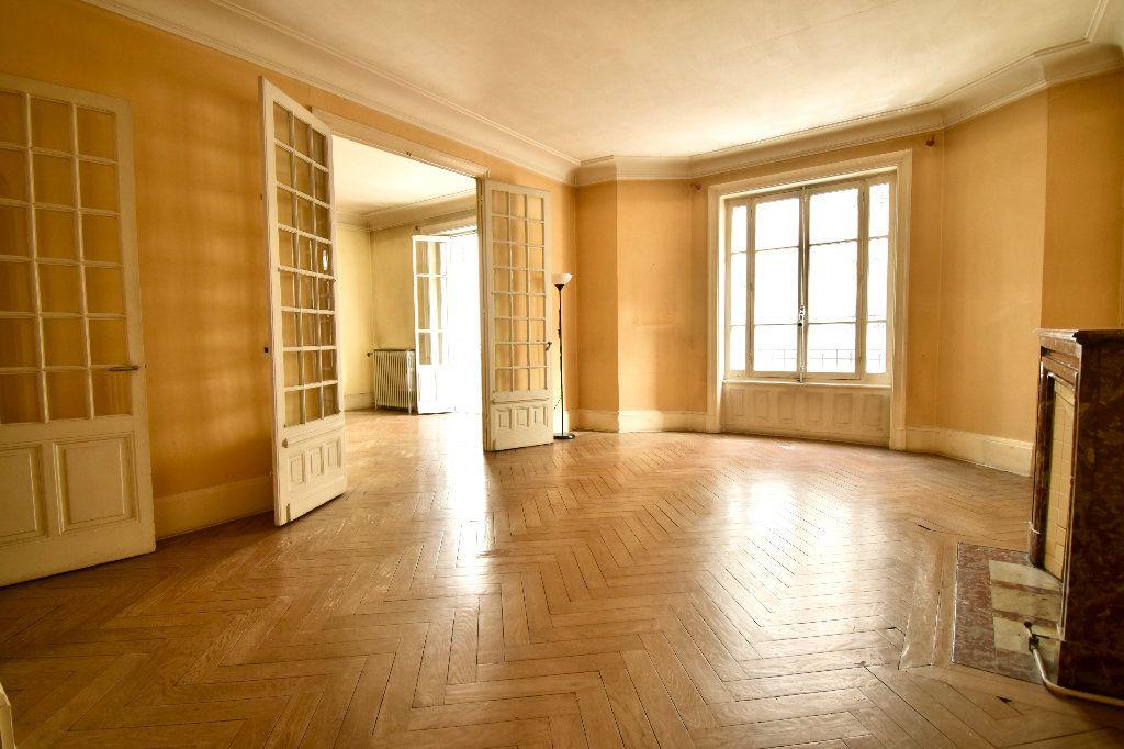 Appartement à vendre 4 119m2 à Lyon 7 vignette-1