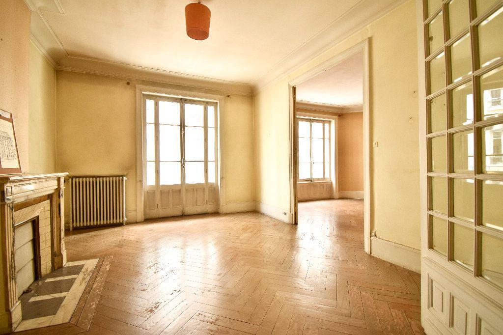 Appartement à vendre 4 119m2 à Lyon 7 vignette-3