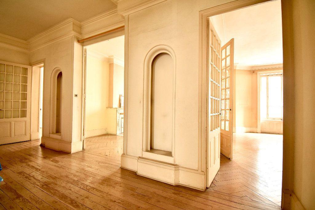 Appartement à vendre 4 119m2 à Lyon 7 vignette-5