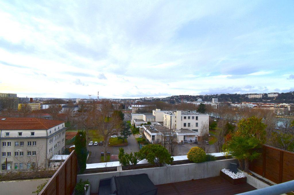 Appartement à louer 5 117m2 à Lyon 7 vignette-1