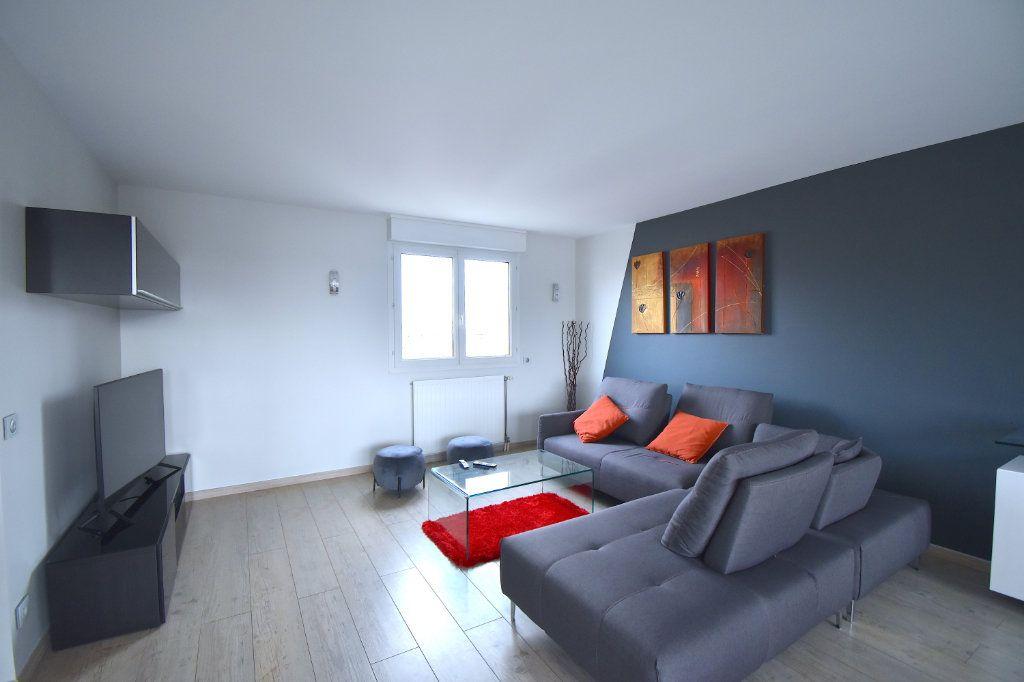 Appartement à louer 5 117m2 à Lyon 7 vignette-4