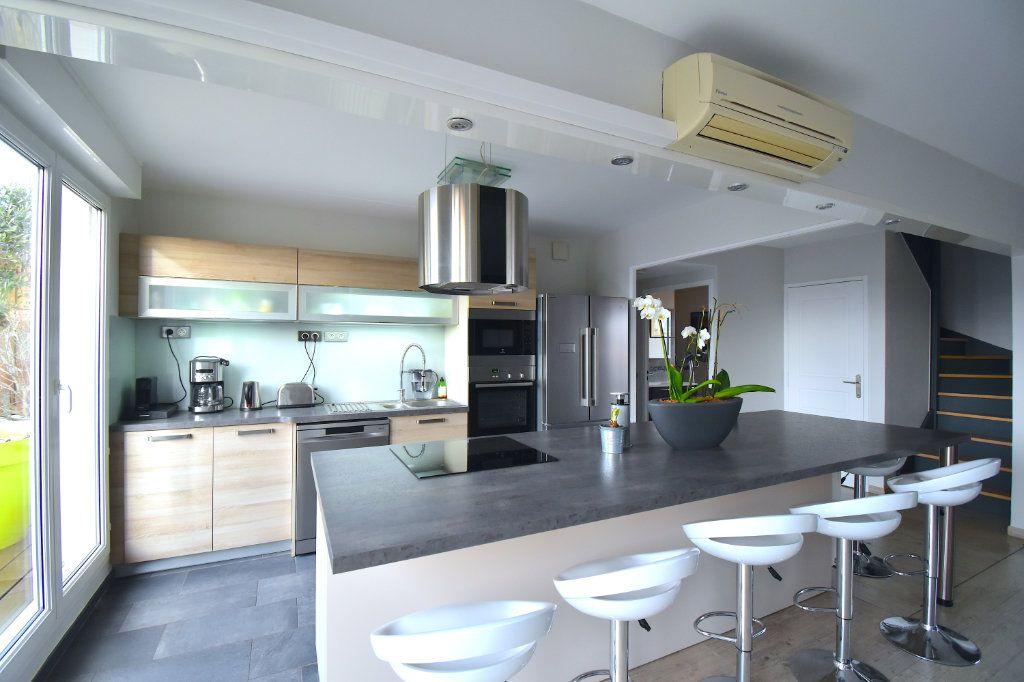 Appartement à louer 5 117m2 à Lyon 7 vignette-5