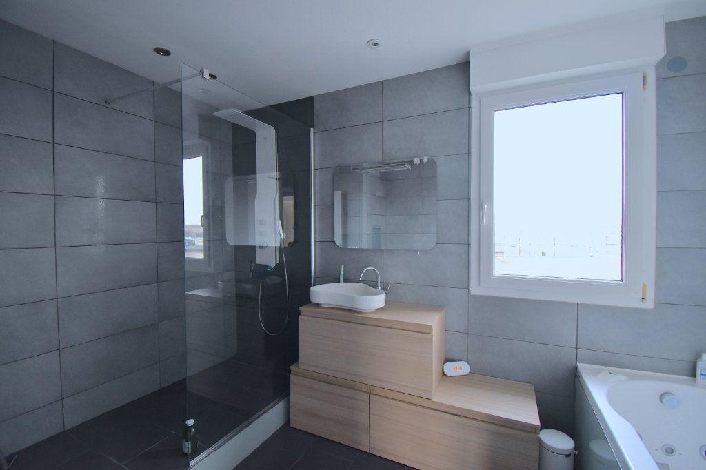 Appartement à louer 5 117m2 à Lyon 7 vignette-6