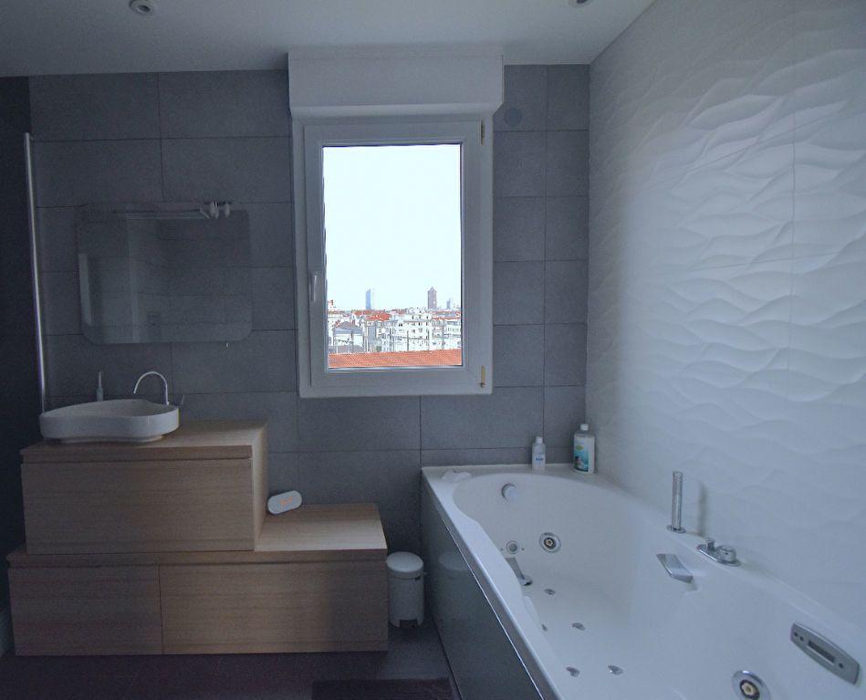 Appartement à louer 5 117m2 à Lyon 7 vignette-7