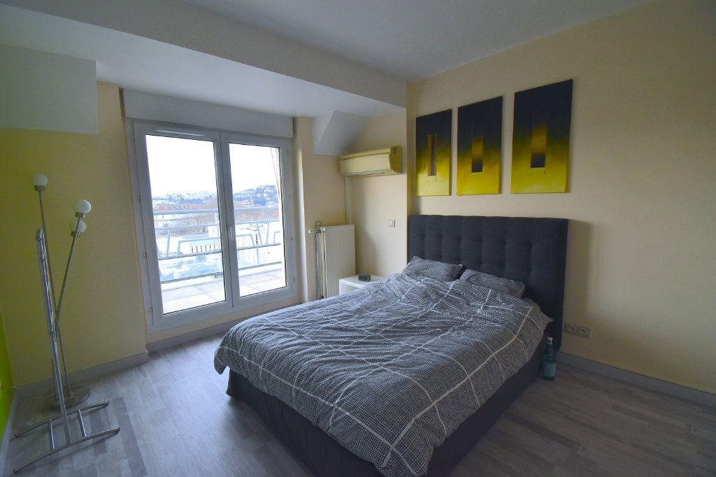 Appartement à louer 5 117m2 à Lyon 7 vignette-9