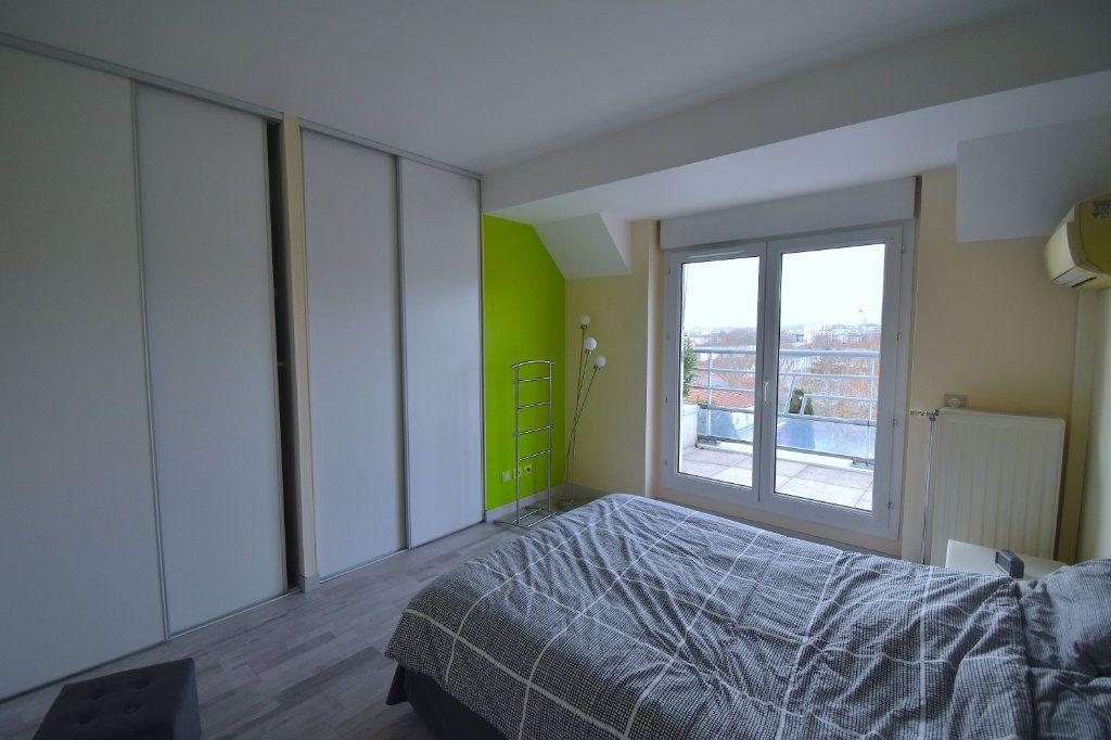 Appartement à louer 5 117m2 à Lyon 7 vignette-10