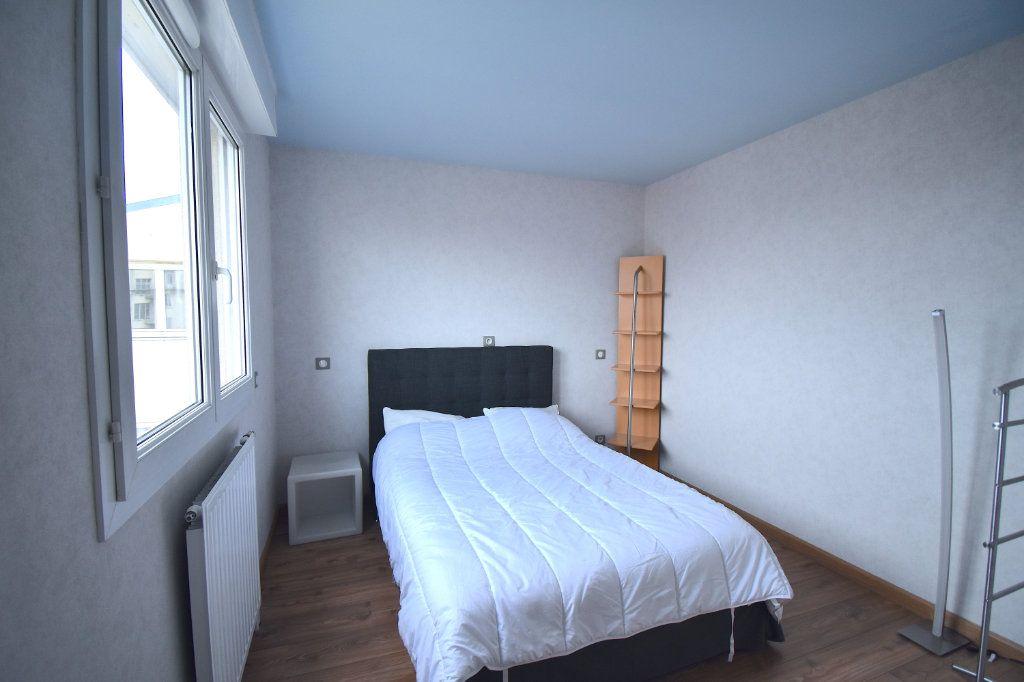 Appartement à louer 5 117m2 à Lyon 7 vignette-12