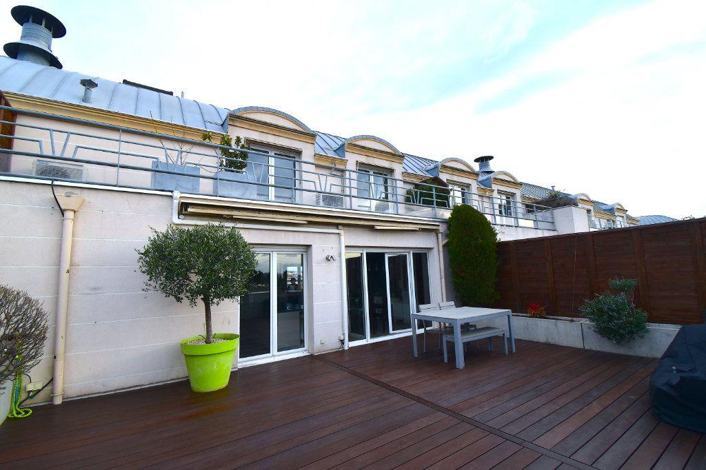 Appartement à louer 5 117m2 à Lyon 7 vignette-14