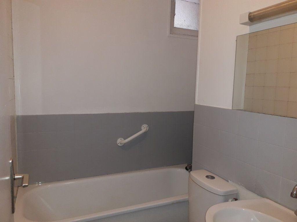 Appartement à louer 3 53.59m2 à Beuzeville vignette-3
