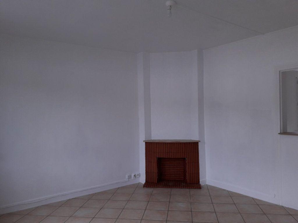 Appartement à louer 2 53.9m2 à Pont-Audemer vignette-2